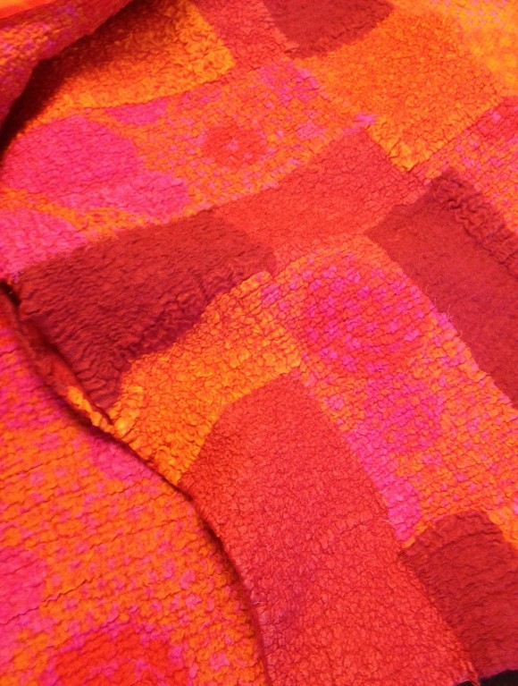 Färggrann scarf, nunotovat i bomull och merinoull.